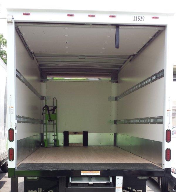 truck 24 ft interior